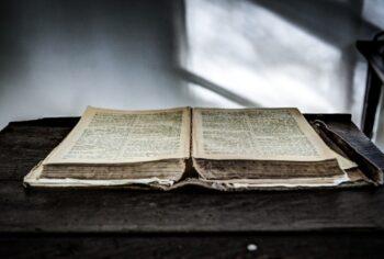 Como sete soldados levaram a mesma Bíblia em guerras por 54 anos